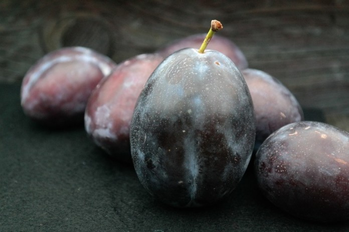 Health Benefits of Plum/Aloo Bukhara/Prune Fruit.