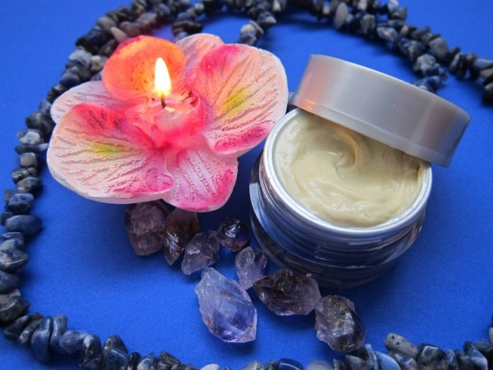 Benefits & Uses Of Petroleum Jelly That Will Leave You Amazed