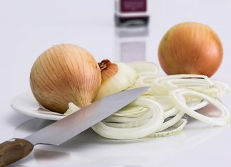 Does Eating Onions & Garlic Cause Body Odor