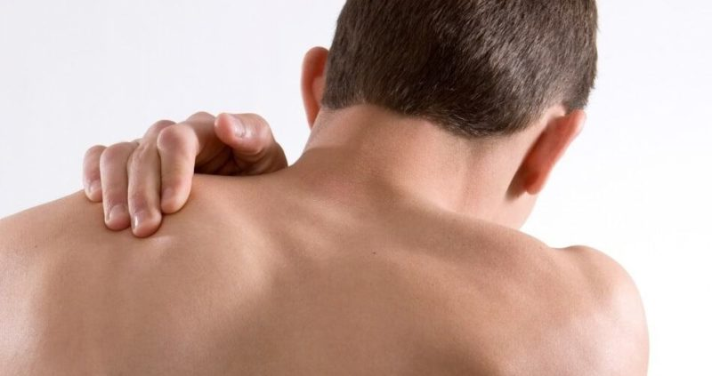 Pinched Nerve In The Shoulder Blade : Cause,Symptoms,Treatment
