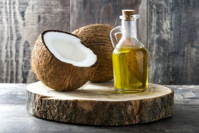 Coconut oil for dry feet