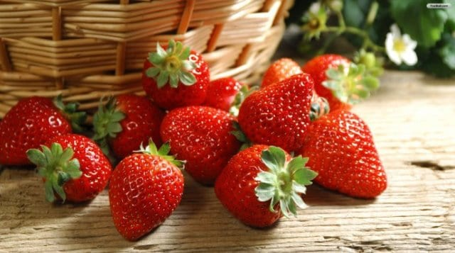 Strawberry Mask To Get Flawless skin