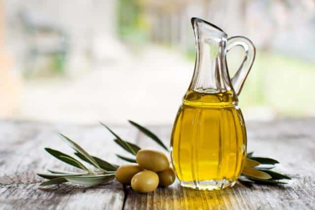 Olive oil for shiny nails