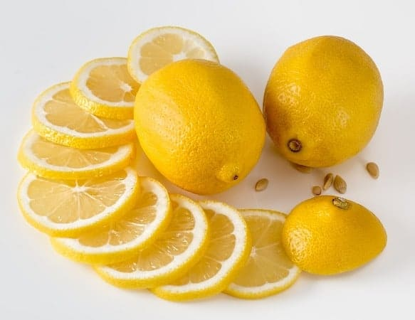 Lemon juice to treat sunken eyes