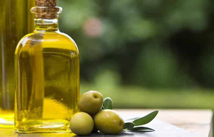 Olive oil for dry nose