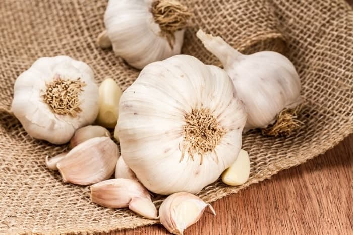 DIY face pack using Garlic