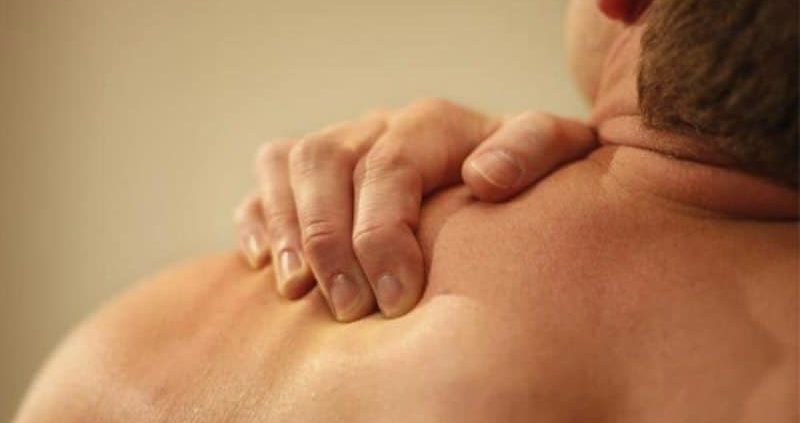 Shoulder Blade Pain : Causes, Symptoms, Home Remedies
