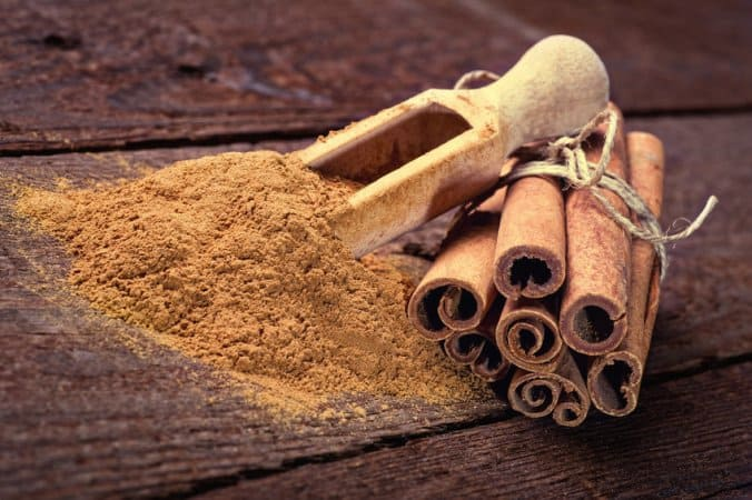 DIY face mask for blackheads using cinnamon powder