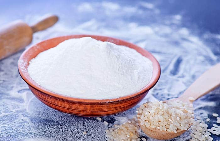 DIY face mask for oily skin using rice flour