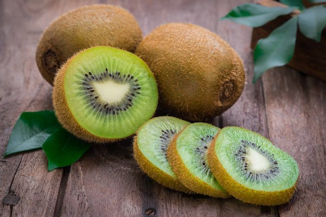 DIY face pack for oily skin using Kiwi