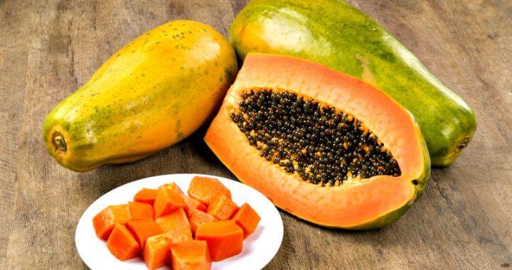 DIY face pack for oily skin using papaya