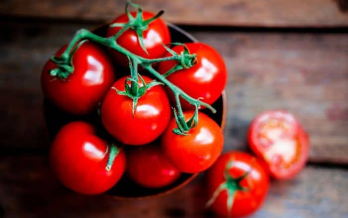 DIY face pack for oily skin using tomato