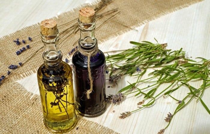 Jojoba oil as a remedy to treat hair dye allergy